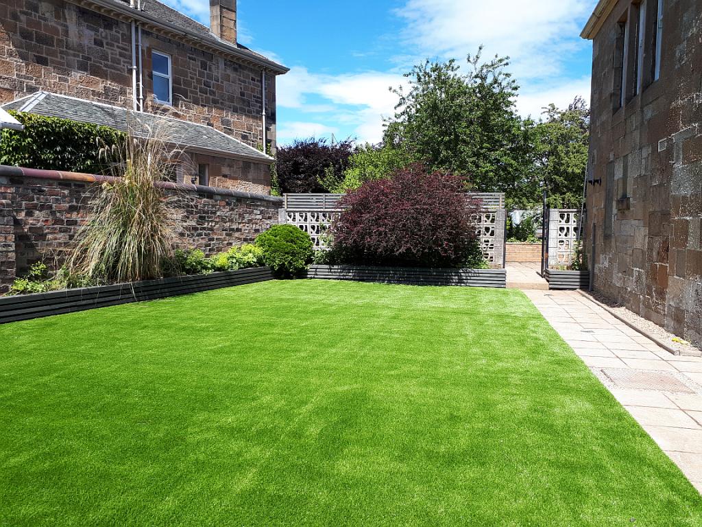 artificial lawn in glasgow